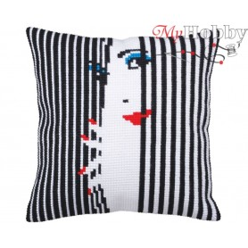 Cross Stitch Cushion Kit I am spying on you, Article: 5 358 Collection D'Art - size 40x40 cm.
